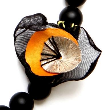 la-b-cell-necklace-detail